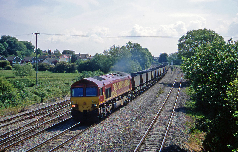 66063, down mgr empties, Magor, 5-6-01.