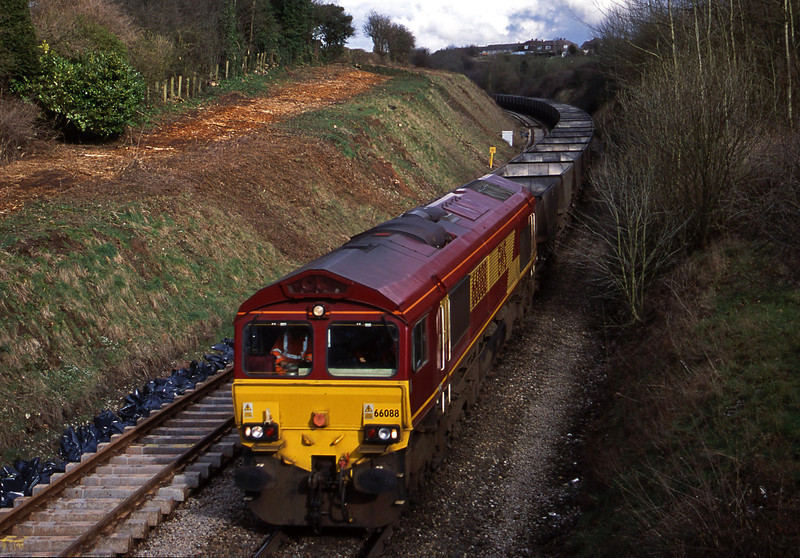 66088, down mgr empties, Brentry, Bristol, 27-3-01.