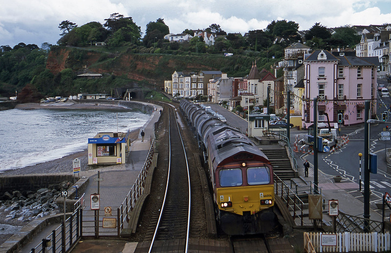 66006, 09.40 Burngullow-Irvine, Dawlish, 16-5-01.