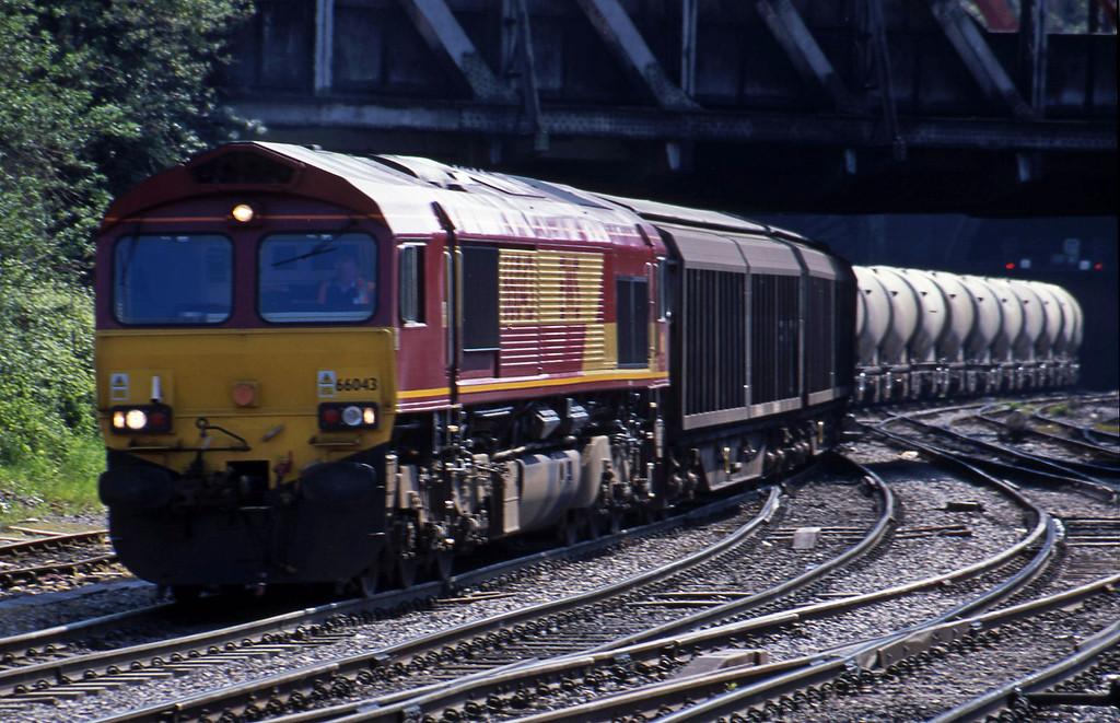 66043, 13.57 Cardiff Canton-Carlisle, Newport, 8-5-01.