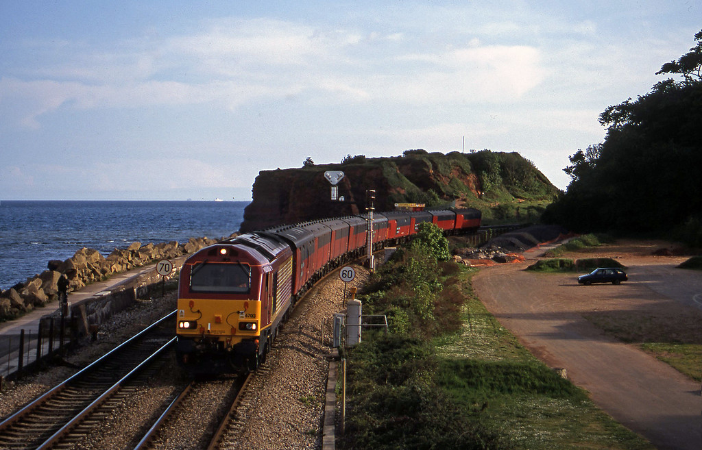 67013, 17.23 Plymouth-Low Fell, Dawlish Warren, 14-5-01.