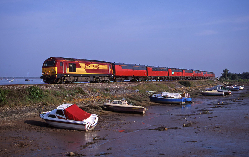 67029, 17.23 Plymouth-Low Fell, Cockwood Harbour, near Starcross, 11-5-01.