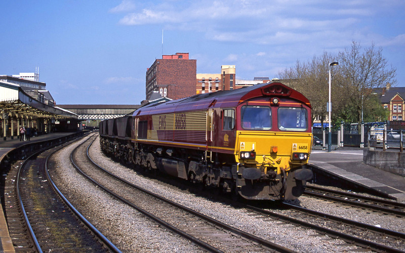 66158, Avonmouth Bulk Handling Terminal-Aberthaw Power Station, Newport, 8-5-01.
