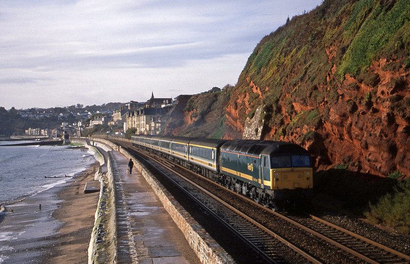 47846, 08.20 Penzance-London Paddington, Dawlish, 28-11-01.
