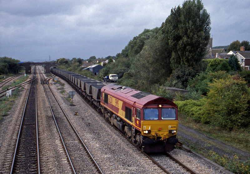 66220, up mgr empties, Magor, 2-10-01.
