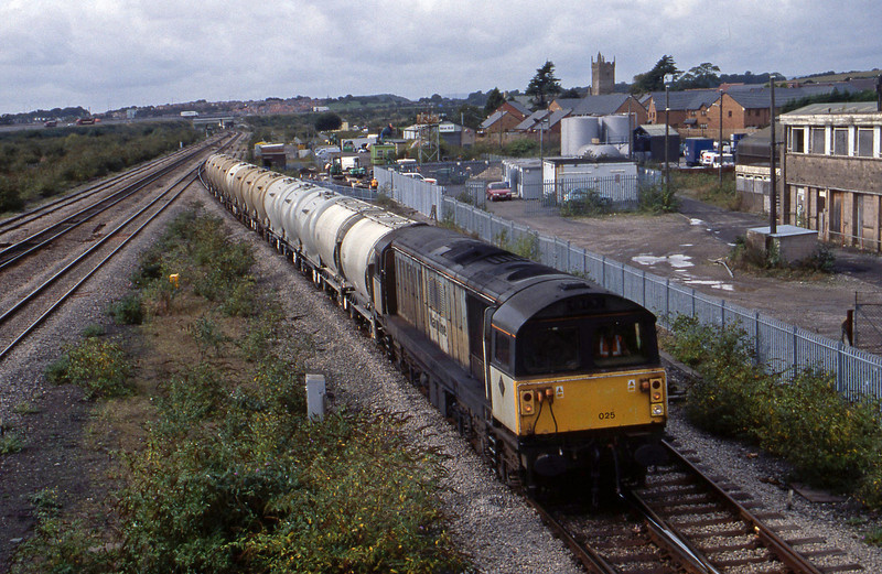 58025, 12.12 Newport Alexandra Dock Junction-Westbury, Severn Tunnel Junction, 2-10-01.