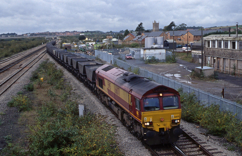 66071. up mgr empties, Severn Tunnel Junction, 2-10-01.