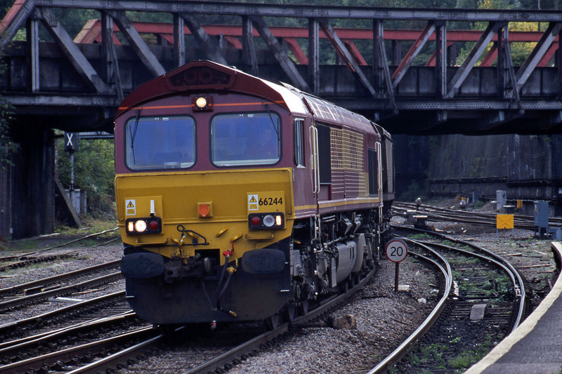 66244, 12.27 Port Talbot Grange Sidings-Llanwern, Newport, 2-10-01.