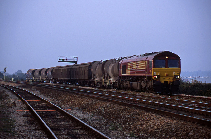 66135, 08.57 Cliffe Vale-St Blazey, Dawlish Warren, 28-9-01.