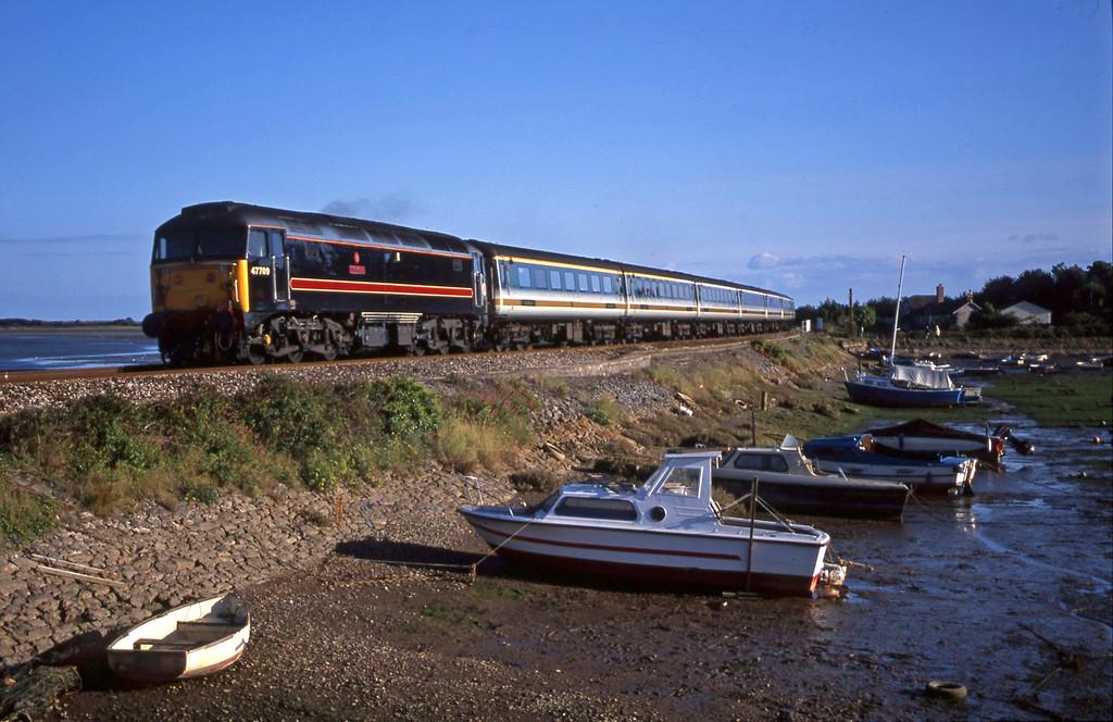47709, 16.48 Plymouth-London Paddington, Cockwood Harbour, near Starcross, 9-9-01.
