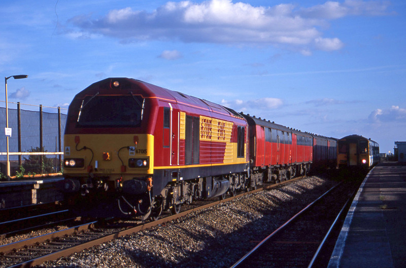 67015, 17.23 Plymouth-Low Fell, Dawlish Warren, 4-9-01, overtaking 150251, Paignton-Exmouth,