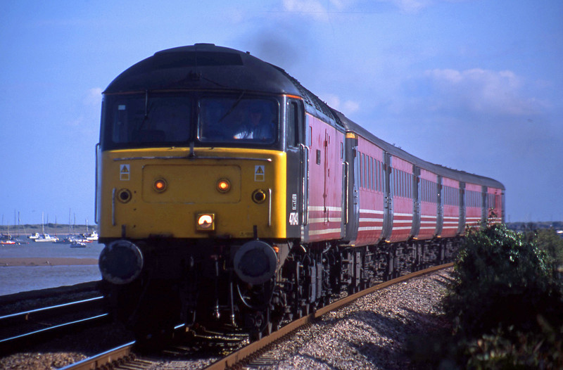 47843, 15.50 Plymouth-Leeds, Powderham, near Exeter, 4-9-01.