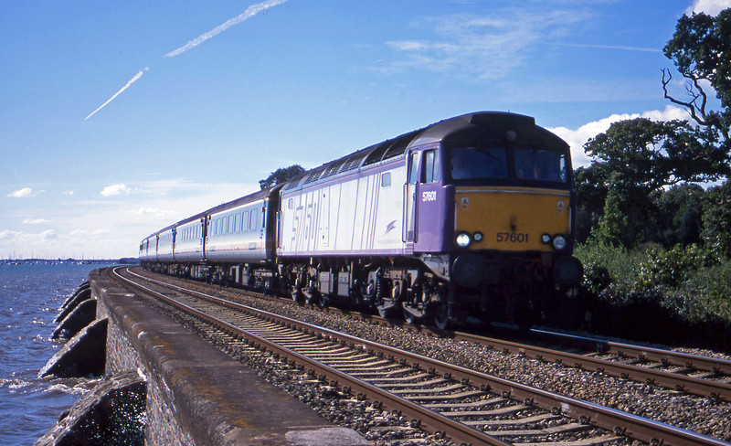 57601, 09.30 Plymouth-London Paddington, Starcross, 4-9-01.