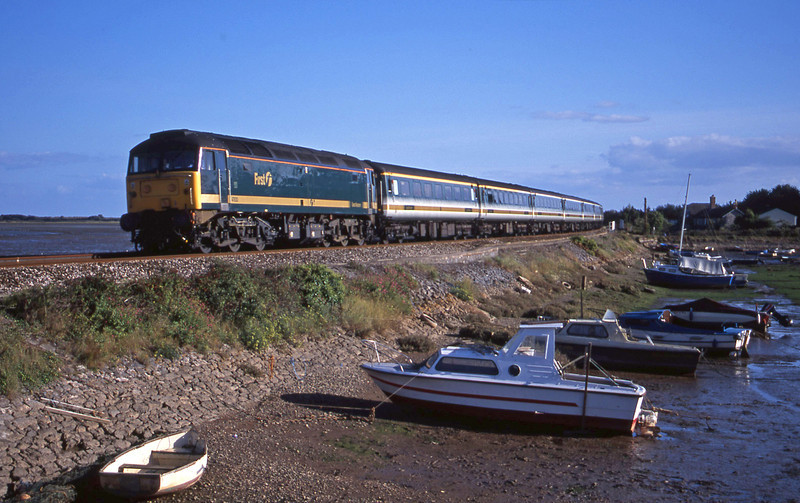 47830, 14.30 Penzance-London Paddington, Cockwood Harbour, near Starcross, 9-9-01.