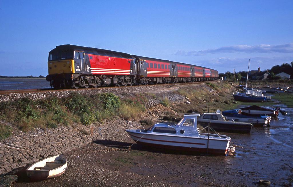 47840, 15.50 Plymouth-Leeds, Cockwood Harbour, near Starcross, 9-9-01.