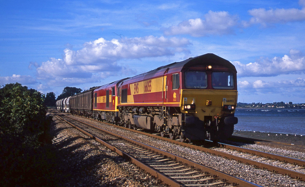 66055/60010, 08.57 Cliffe Vale-St Blazey, Powderham, near Exeter, 4-9-01.