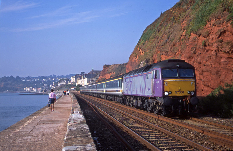 57601, 09.30 Plymouth-London Paddington, Dawlish, 25-9-01.