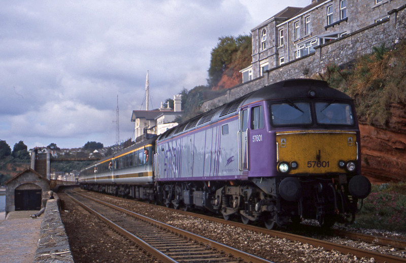 57601, 09.30 Plymouth-London Paddington, Dawlish, 10-9-01.