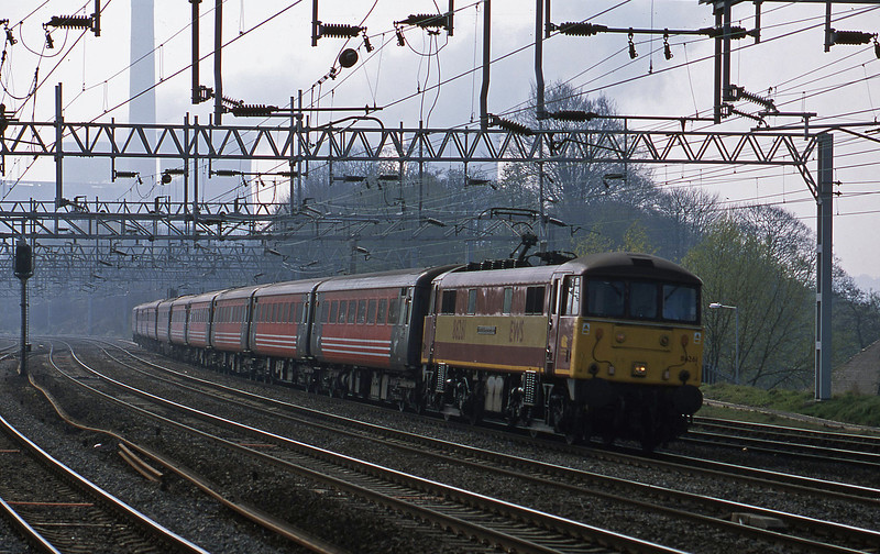 86261, 09.00 London Euston-Liverpool Lime Street, Rugeley Trent Valley, 10-4-02.