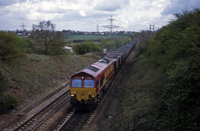 66087, down mgr empties, Stoke Gifforsd, Bristol, 18-4-02.
