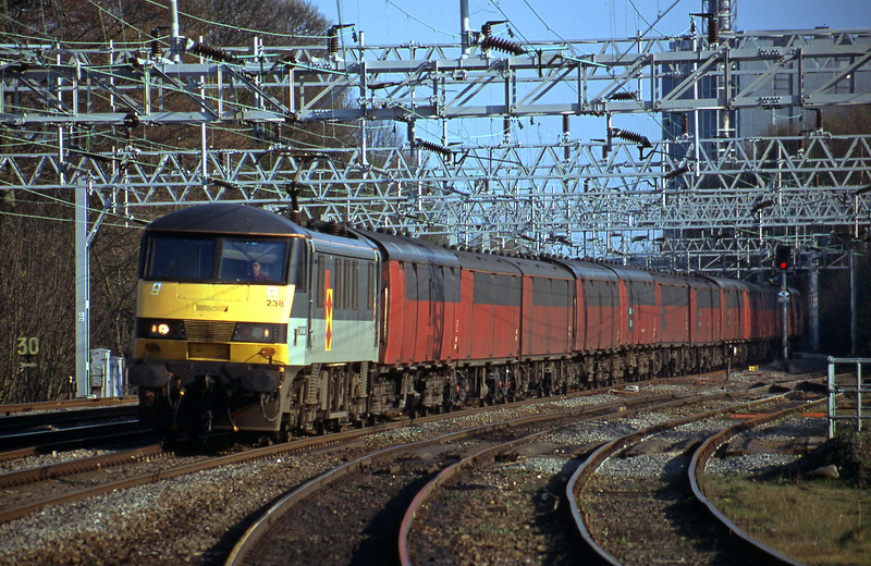 90238, 16.00 London-Shieldmuir, Rugeley Trent Valley, 10-4-02.