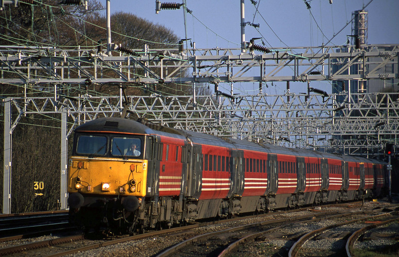 87003, 16.20 London Euston-Manchester Piccadilly, Rugeley Trent Valley, 10-4-02.