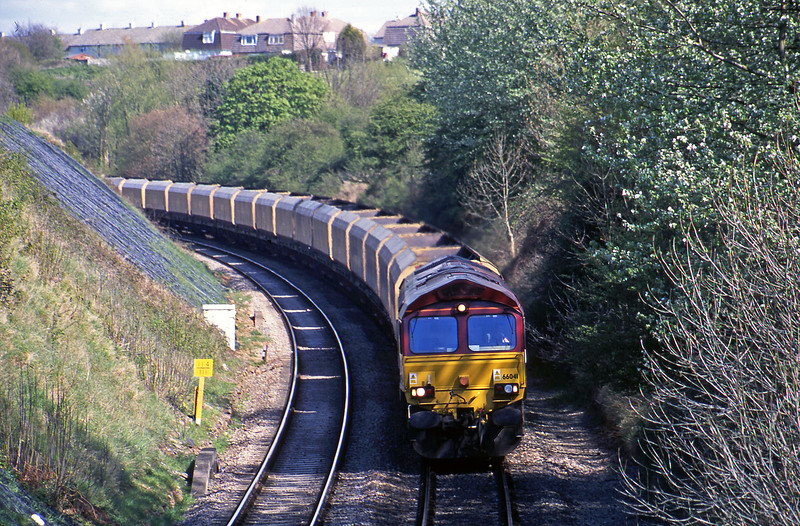 66041, down mgr empties, Brentry, Bristol, 15-4-02.