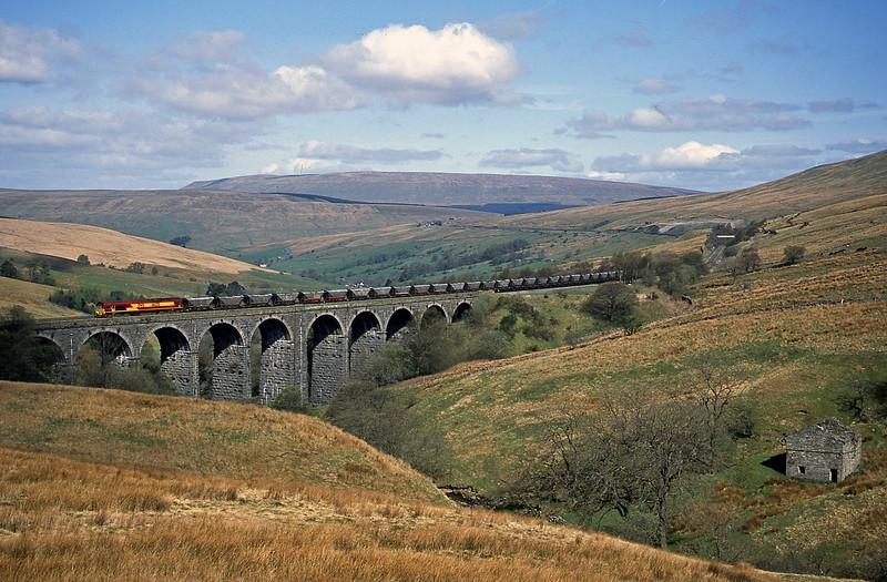 66225, 06.20 Ayr-Healey Mills, Denthead Viaduct, 25-4-02.