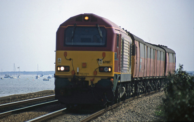 67017, 13.53 Plymouth-Bristol Temple Meads, Powderham, near Exeter, 9-4-02.