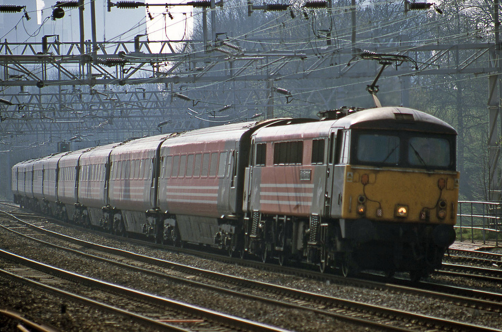 87002. 09.55 London Euston-Manchester Piccadilly, Rugeley Trent Valley, 3-4-02.