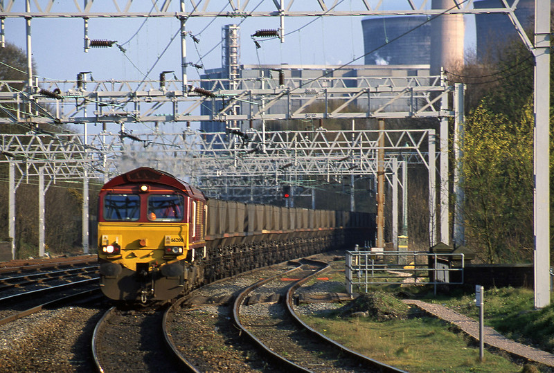 66200, down from Rugeley Power Station, Rugeley Trent Valley, 10-4-02.
