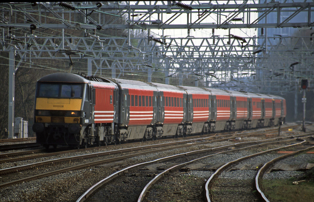 90009, 12.35 London Euston-Manchester Piccadilly, Rugeley Trent Valley, 3-4-02.