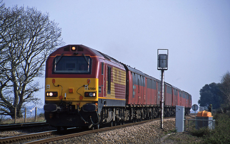 67004, 15.09 Plymouth-Low Fell, Powderham, near Exeter, 9-4-02.