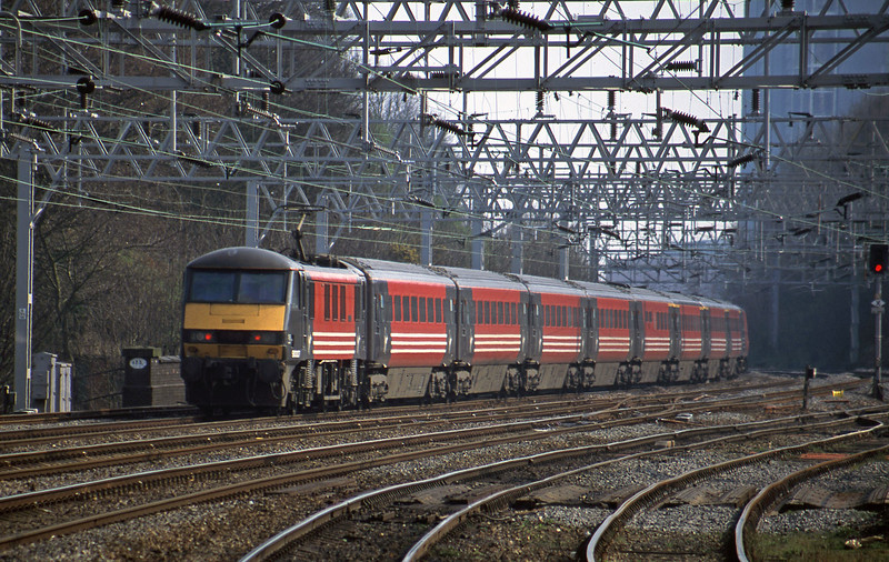 90007, 13.45 Liverpool Lime Street-London Euston, Rugeley Trent Valley, 3-4-02.