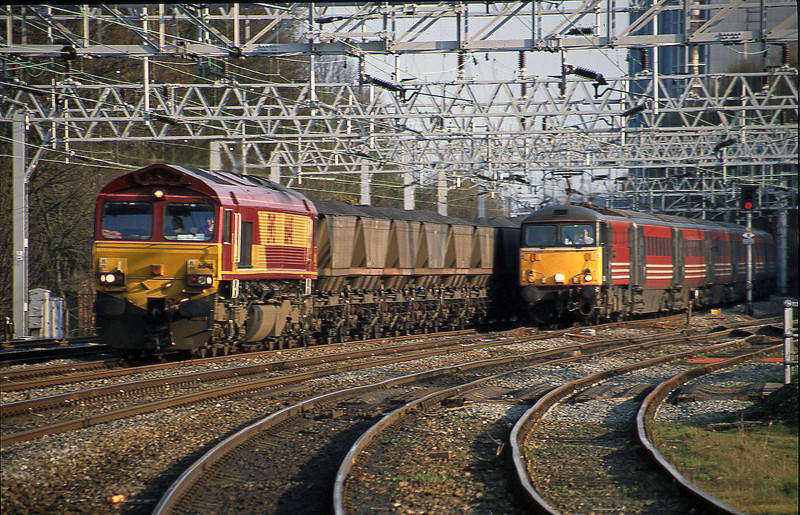 66148, down mgr to Rugeley Power Station, overtaken by 87029, London Euston-Manchester Piccadilly, Rugeley Trent Valley, 3-4-02.