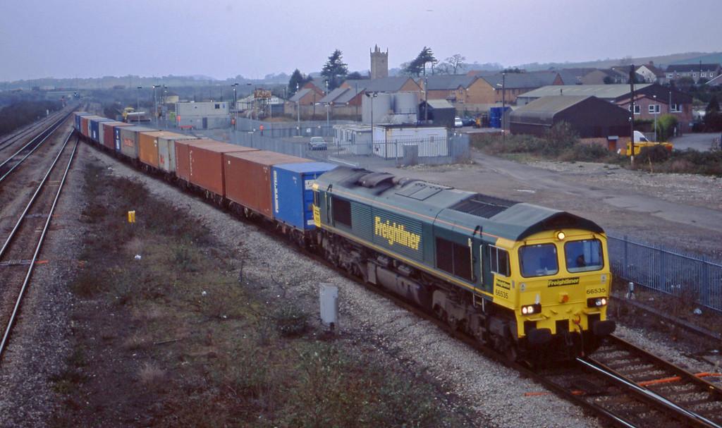 66535, 10.00 Cardiff Wentloog-Southampton, Severn Tunnel Junction, 10-12-02.