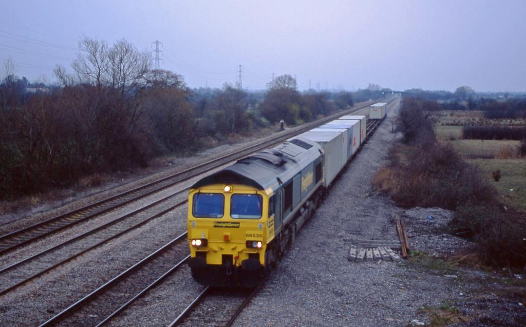 66535, 05.00 Southampton-Cardiff Wentloog, St Mellons, Cardiff, 10-12-02.