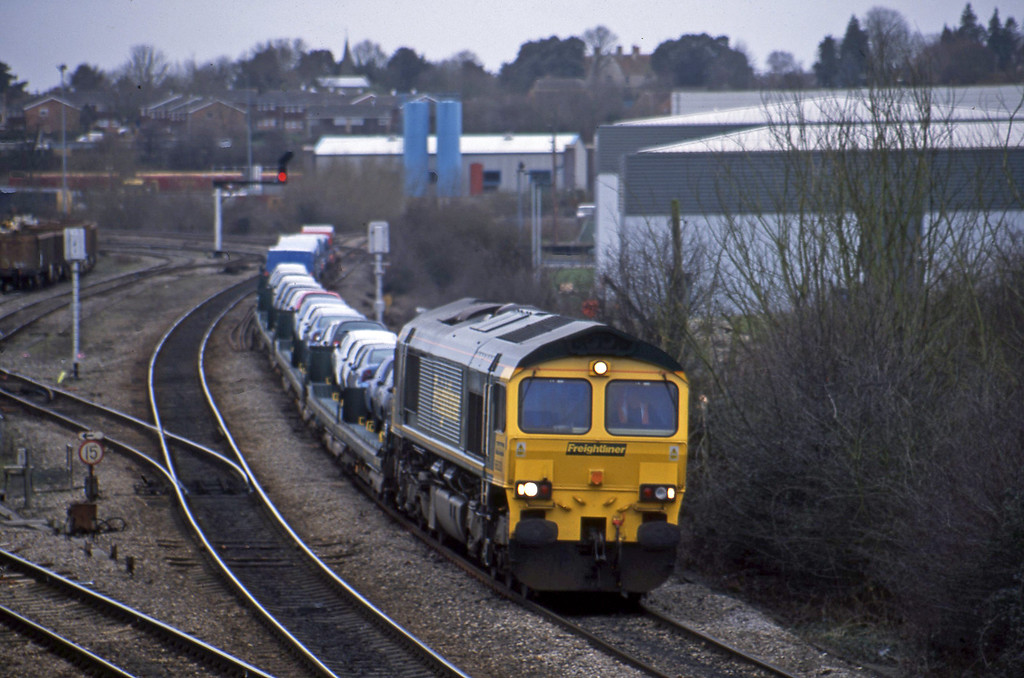 66520, 11.17 Southampton-Crewe Basford Hall, Didcot North Junction, 12-2-02.