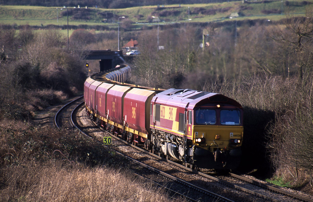66020, 13.05 Avonmouth Bulk Handling Terminal-Didcot Power Station, Brentry, Bristol, 22-1-02. 66020 failed just after picture was taken; see following shots.