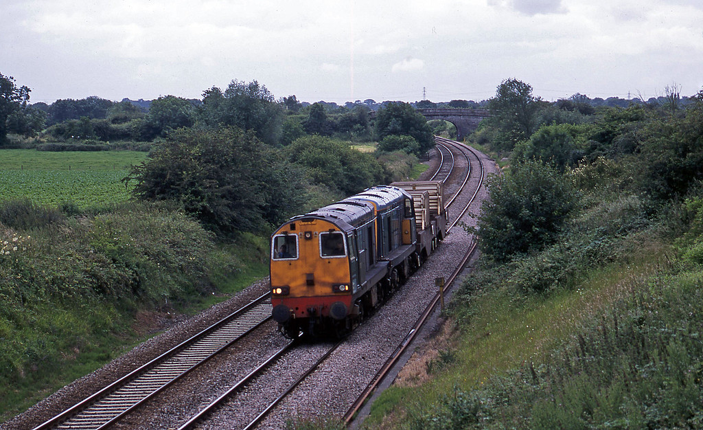 20307/20303, 14.31 Bridgwater-Crewe, Wickwar, Gloucestershire, 2-7-02.