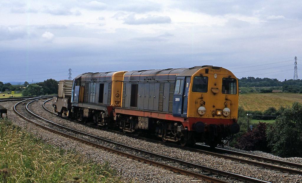 20901/20903, 14.31 Bridgwater-Crewe Westerleigh Junction, near Bristol, 4-7-02.