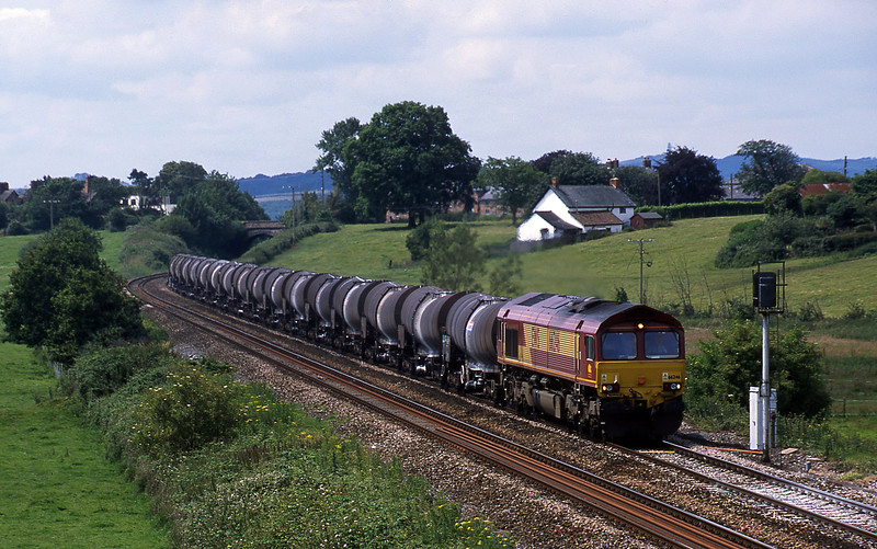 66246, 09.40 Burngullow-Irvine, Rewe, near Exeter, 6-7-02.