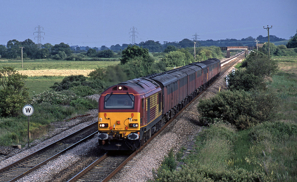 67010, 17.23 Plymouth-Low Fell, Exminster, near Exeter, 25-6-02.