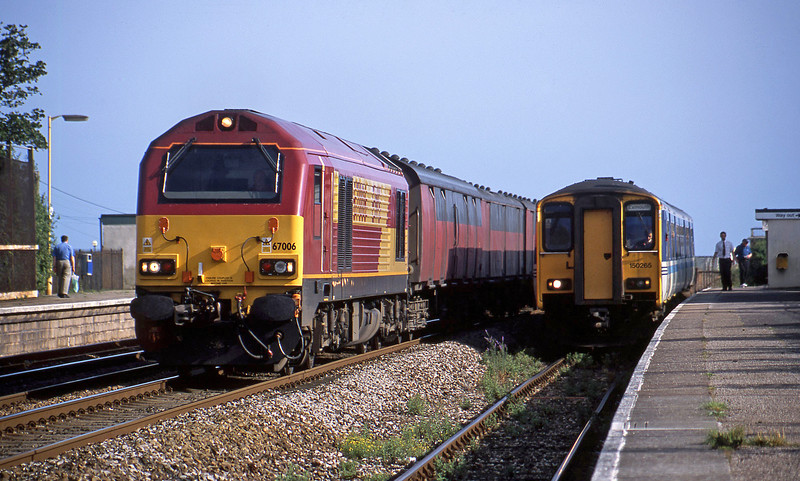 67006, 17.23 Plymouth-Low Fell, 150265, 17.25 Exmouth-Paignton, Dawlish Warren, 18-6-02.