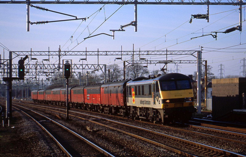 90222, 15.32 Warrington-London, Rugeley Trent Valley, 26-3-02.
