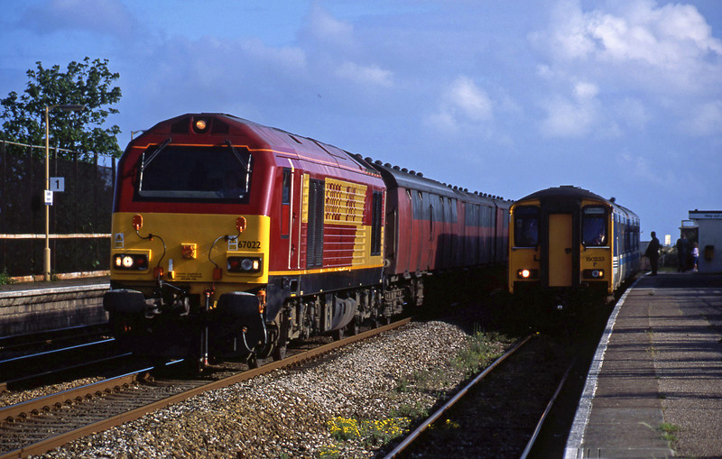 67022, 17.23 Plymouth-Low Fell, Dawlish Warren, 14-5-02, passing 150233, 17.25 Paignton-Exmouth.