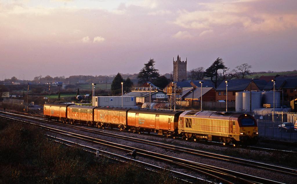 67005, 14.25 Swansea-London, Severn Tunnel Junction, 12-11-02.