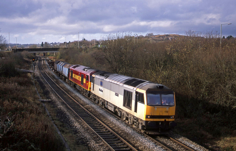 60073/60085, up steel, Brynna, near Bridgend, 21-11-02.
