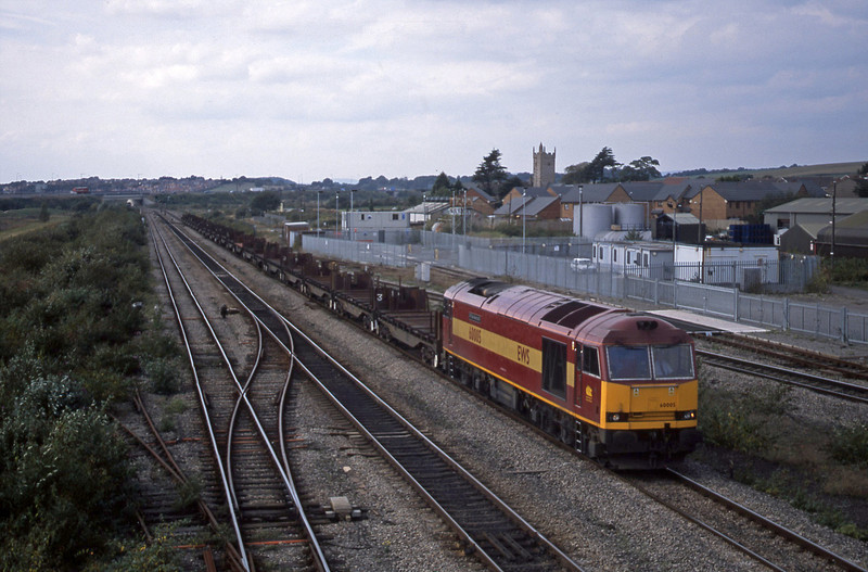 60005, 13.28 Llanwern-Lackenby, Severn Tunnel Junction, 9-10-02.