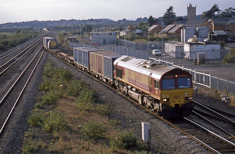 66040, 16.38 Newport Alexandra Dock Junction-Wembley, Severn Tunnel Junction, 9-10-02.